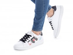 Zapatilla casual Refresh blanco con brillantes y letras